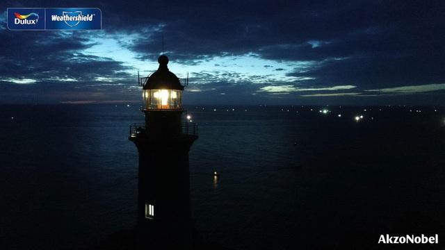 Giữ nhiệm vụ quan trọng trong việc soi sáng cho các tàu cá trong suốt 2 thế kỉ, Hải đăng Đại Lãnh với tấm pin năng lượng mặt trời không bao giờ cạn là thần hộ mệnh cũng là người bạn đi biển đáng tin cậy đối với dân biển miền Trung.