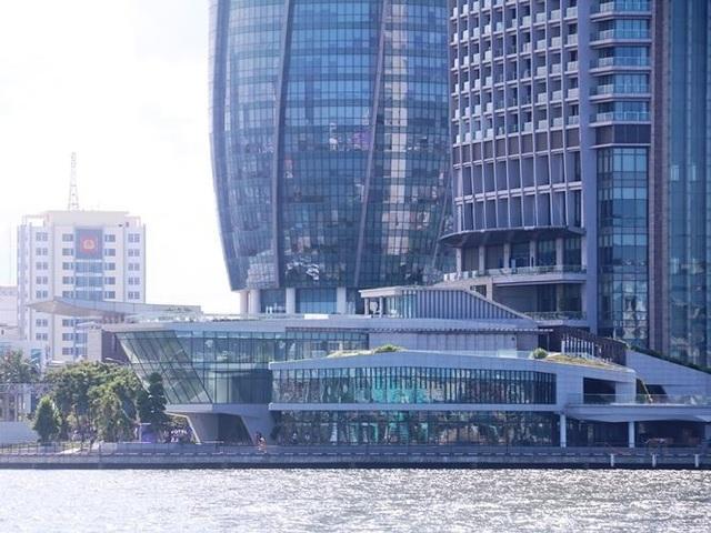 Dự án nhà hàng và bến du thuyền của Vũ nhôm đã hoàn thành việc xây dựng nhưng đang ngưng hoạt đồng. Thành phố Đà Nẵng tính toán nghiên cứu để lấy lại khu này, nhằm mục đích phục vụ công cộng.