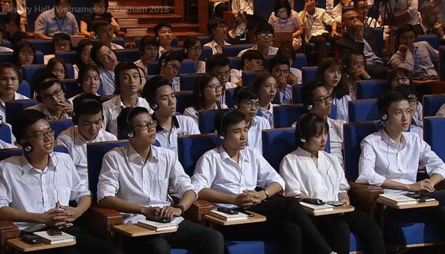 Sinh viên lắng nghe cuộc thảo luận tại Diễn đàn WEF ASEAN 2018.