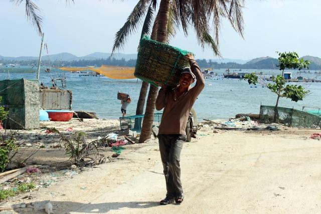 Nhiều người dân ở xã An Chấn mong cơ quan chức năng sớm làm rõ việc khai khống thiệt hại để nhận tiền hỗ trợ
