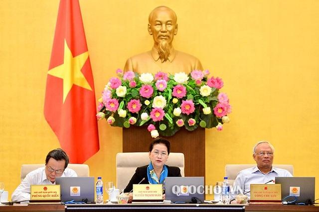 Chủ tịch Quốc hội Nguyễn Thị Kim Ngân chủ trì phiên họp thứ 27 của UB Thường vụ Quốc hội