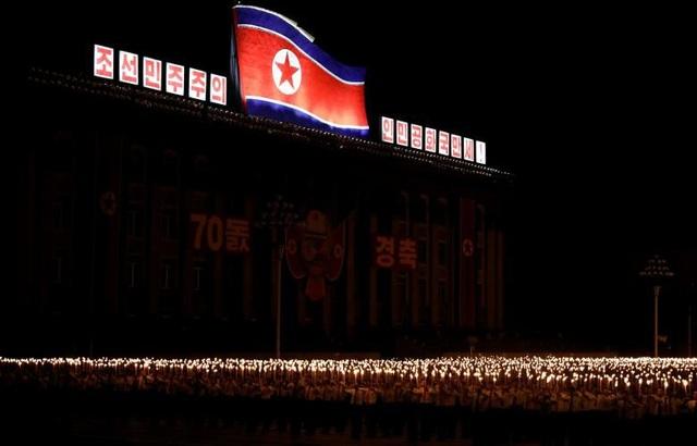 Những người tham gia đồng diễn phần lớn là sinh viên và công nhân Triều Tiên. Nhà lãnh đạo Kim Jong-un không tham dự sự kiện này.