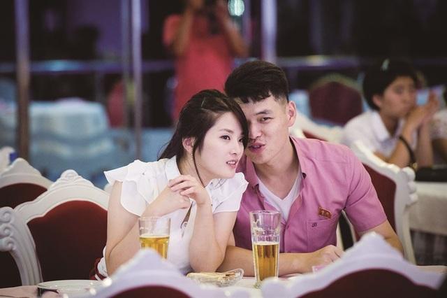 Một cặp đôi trò chuyện tại một nhà hàng ở Bình Nhưỡng (Ảnh: Hatsuzawa Ari)