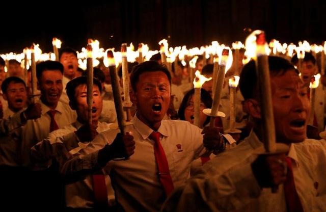 Đồng diễn đuốc là một trong số các hoạt động kỷ niệm 70 năm ngày Quốc khánh Triều Tiên 9/9.