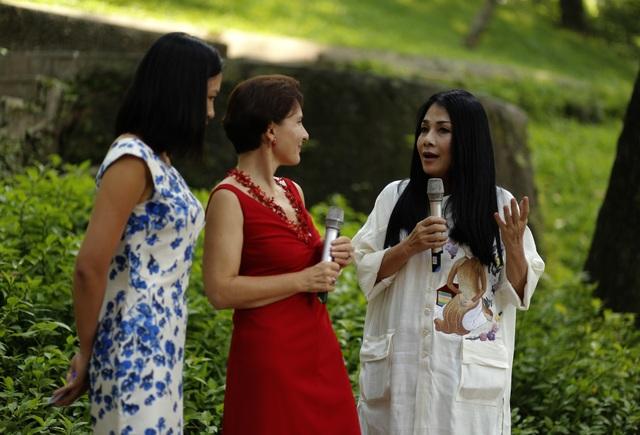 Chương trình có sự hiện diện của Đại sứ Ý Cecillia Piccioni và NTK Minh Hạnh - cánh chim đầu đàn của thời trang Việt. Bà Cecillia Piccioni là người rất yêu thời trang Việt. Bà chia sẻ, từng có may mắn được diện nhiều mẫu thiết kế của các NTK Việt.