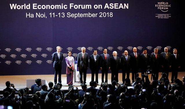 Các nhà lãnh đạo dự Diễn đàn Kinh tế Thế giới về ASEAN tại Hà Nội (Ảnh: Reuters)