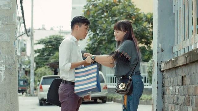 Bảo Thanh chia sẻ, cảnh Sol đến tận cơ quan tặng quà cho chàng cảnh sát khiến đoàn làm phim vất vả vì phải quay đi quay lại.