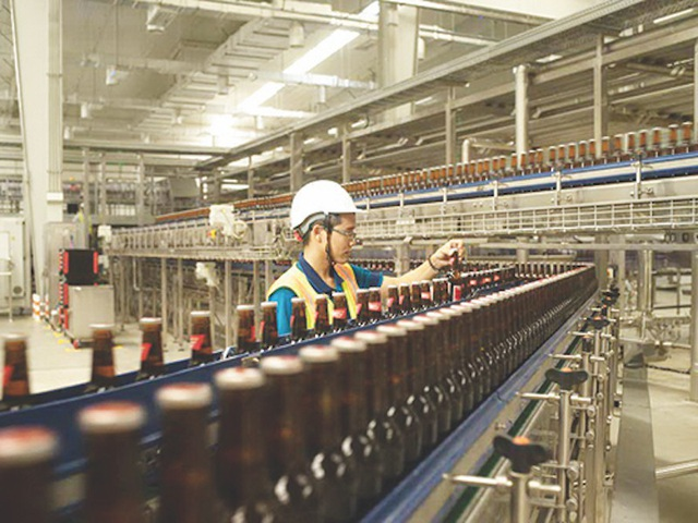 Các doanh nghiệp sản xuất bia, rượu đang không đồng tình với nhiều điều khoản trong dự thảo luật.