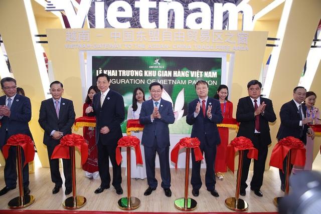 Khai trương khu gian hàng thương mại của doanh nghiệp Việt Nam