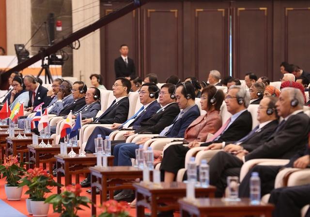 Phó Thủ tướng Vương Đình Huệ cùng lãnh đạo các nước ASEAN tham dự Hội chợ CAEXPO và CABIS tại Trung Quốc