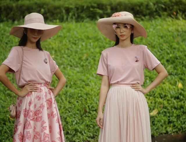 Hoa hồng, màu hồng, những áng mây… là những hình ảnh mà Cao Minh Tiến muốn xây dựng nên chân dung một người phụ nữ hiện đại mang dáng vẻ lãng mạn và trong sáng.