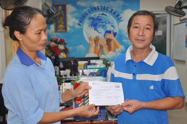 Chị trích 10.000.000 đồng giúp đỡ gia đình cháu Nguyễn Xuân Đồng (7 tuổi) bị tai nạn giao thông.