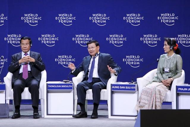 Thủ tướng Lào Thongloun Sisoulith (giữa) nhấn mạnh việc 5 nước Mekong hợp tác để phát triển