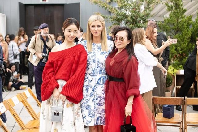 Nữ diễn viên xứ Đài chụp hình cùng Nicky Hilton, em gái của Paris Hilton tại sự kiện này.