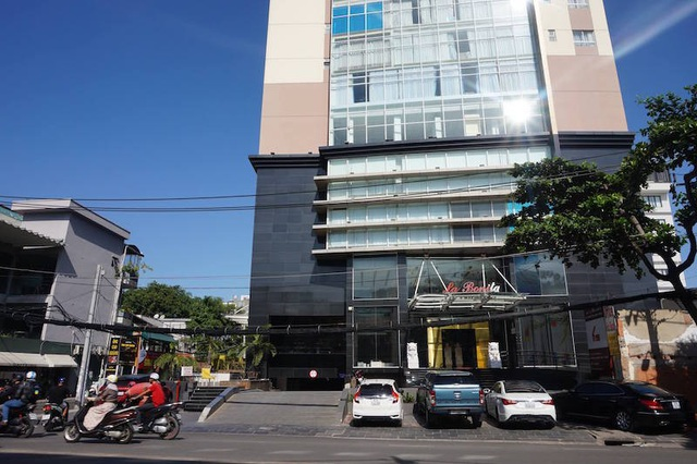 Công ty Nam Thị đã xây dựng ngăn phòng trên tầng mái, diện tích 305m2 và sử dụng tầng kỹ thuật làm văn phòng công ty, diện tích 551m2.