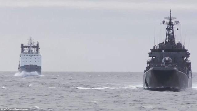 Các hình ảnh được Bộ Quốc phòng Nga công bố cho thấy hàng loạt xe tăng, xe tải quân sự, tàu chiến, máy bay chiến đấu và trực thăng di chuyển vào vị trí tập trận. (Ảnh: Bộ Quốc phòng Nga)