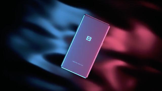 Ở một đoạn clip lộ thiết kế mặt sau của Bphone 3 nhưng không có phần thiết kế cảm biến vân tay và camera.