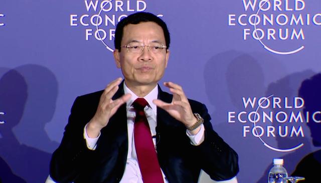 Quyền Bộ trưởng Nguyễn Mạnh Hùng chia sẻ với các vị đồng chủ tịch WEF ASEAN 2018.