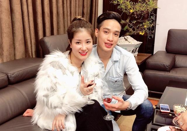 Hai vợ chồng Thành Luân - Nguyễn Hương, nhân vật chính trong câu chuyện chồng xăm hình vợ lên ngực đang được dân mạng quan tâm