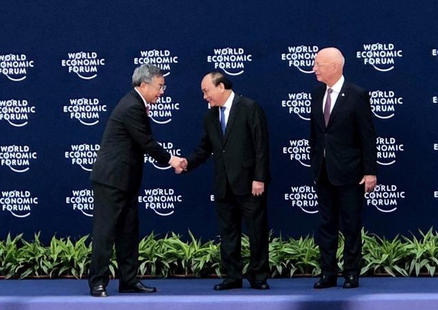 Thủ tướng bắt tay ông Hồ Xuân Hoa, Phó Thủ tướng Trung Quốc