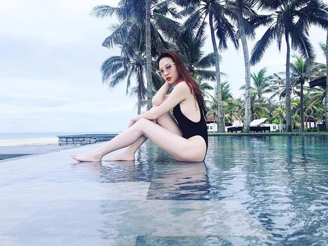 Những hình ảnh gợi cảm của Trang Đàm trong chuyến nghỉ dưỡng ở Hội An mới đây.