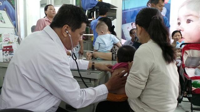Phụ huynh cần chủ động bảo vệ sức khỏe cho những trẻ chưa chích đủ vắc xin
