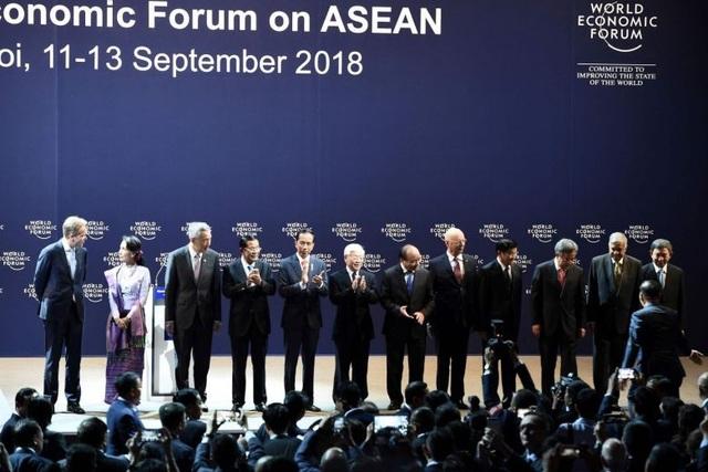 Các nhà lãnh đạo dự Diễn đàn Kinh tế Thế giới về ASEAN tại Việt Nam ngày 12/9 (Ảnh: AFP)