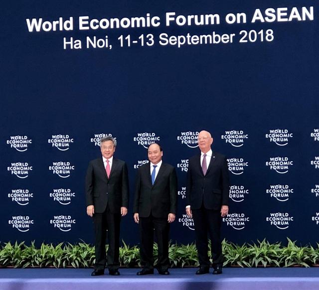 Thủ tướng Nguyễn Xuân Phúc và Chủ tịch WEF tiếp đón Phó Thủ tướng Trung Quốc Hồ Xuân Hoa, dẫn đầu đoàn đại biểu Trung Quốc dự WEF ASEAN.