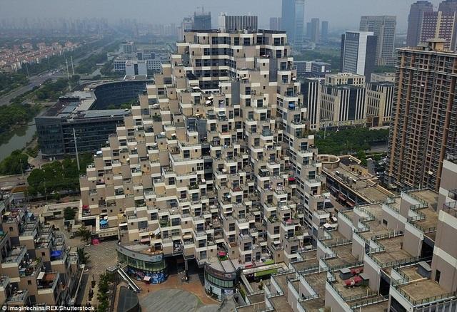 Đây tiếp tục là một công trình gây nhiều tranh luận ở Trung Quốc