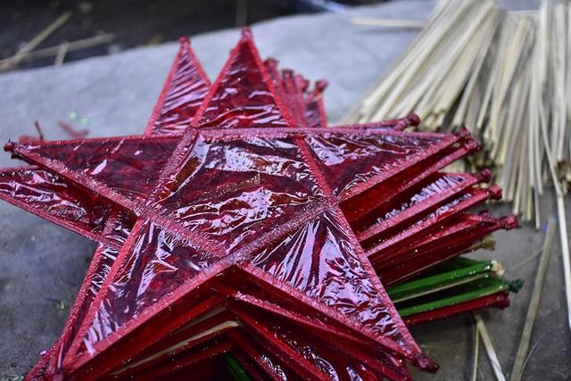 Từ tre cho đến giấy kiếng, dây rua… đều khan hàng và lên giá
