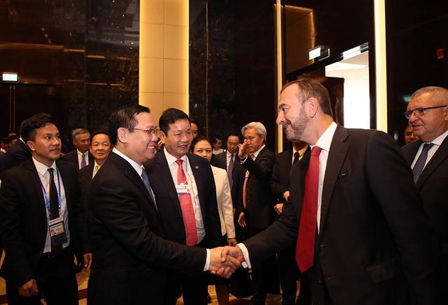 Phó Thủ tướng Vương Đình Huệ và lãnh đạo các Tập đoàn tại cuộc đối thoại