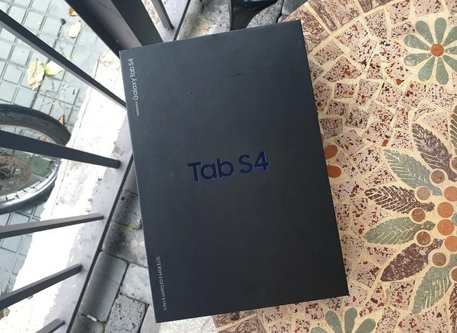 Đập hộp Galaxy Tab S4 với bút S Pen giá 17,9 triệu đồng tại Việt Nam - 1