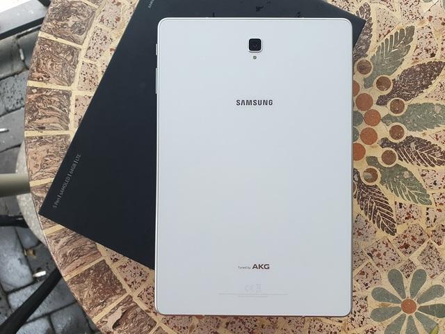 Đập hộp Galaxy Tab S4 với bút S Pen giá 17,9 triệu đồng tại Việt Nam - 3