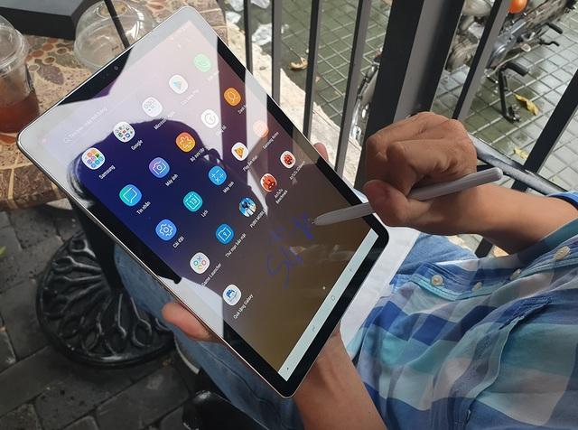 Đập hộp Galaxy Tab S4 với bút S Pen giá 17,9 triệu đồng tại Việt Nam - 9