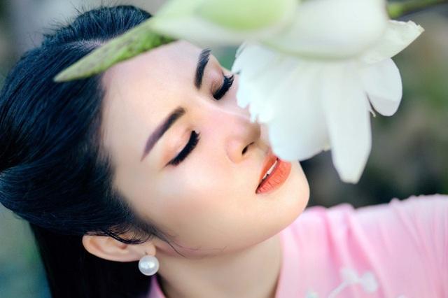 Bên cạnh đó, cô cũng được hoc hỏi nhiều từ các bạn bè quốc tế khi tham gia trình diễn trong các chương trình thời trang ở trong và ngoài nước. Hoa hậu Việt Nam luôn mong mỏi sẽ giúp bạn bè quốc tế tiếp cận với văn hoá Việt Nam ngày một rộng rãi, gần gũi hơn thông qua tà áo dài.