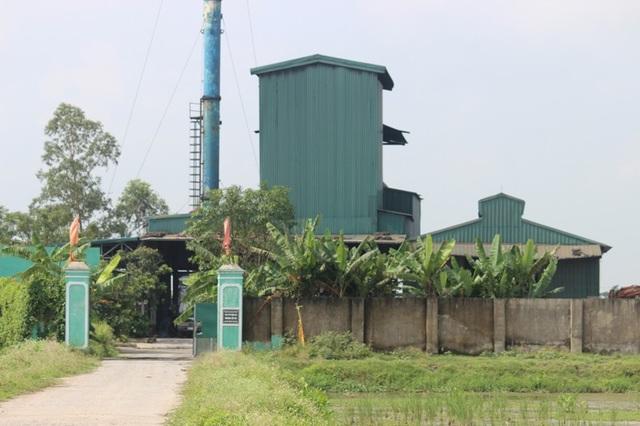 Nhà máy xử lý rác thải chỉ cách khu dân cư vài trăm mét.