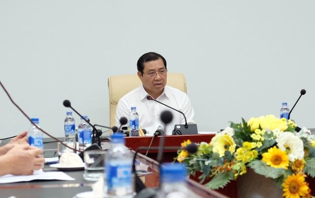 Ông Huỳnh Đức Thơ - Chủ tịch UBND TP Đà Nẵng chủ trì buổi họp nóng sau thông tin liên tiếp xảy ra tai nạn chết người ở đường Ngô Quyền (Đà Nẵng)