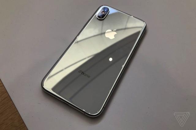 Cận cảnh bộ đôi iPhone XS và XS Max mới ra mắt của Apple - 8