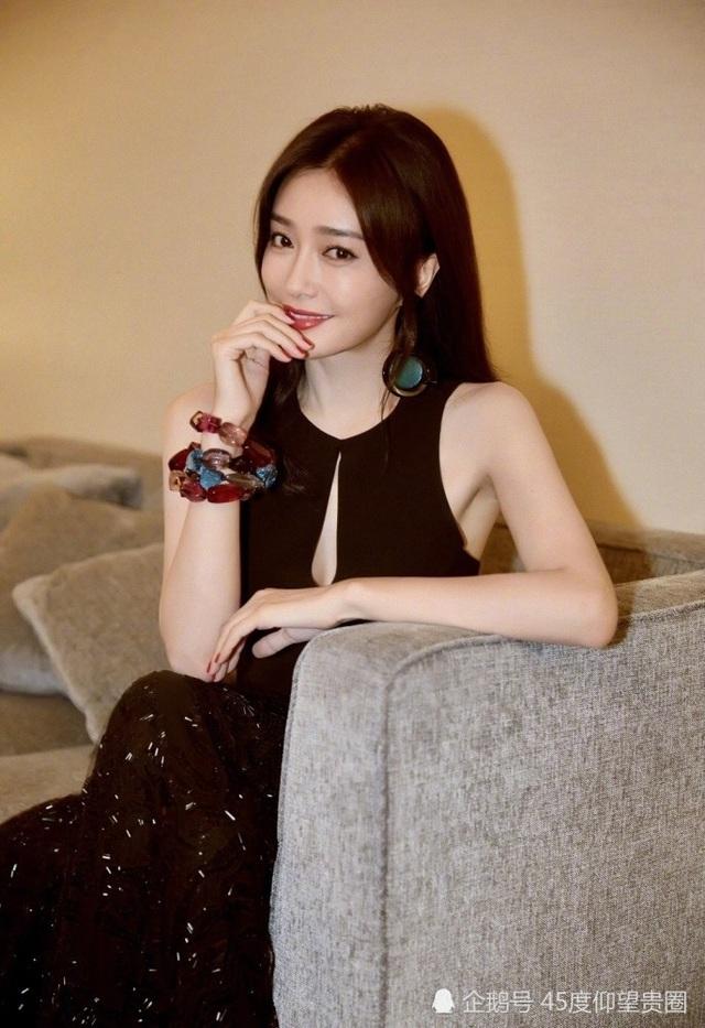 Tầm Lam sở hữu dáng vóc thanh mảnh, làn da mịn màng, trắng đẹp. Cô khẳng định chưa bao giờ dao kéo thẩm mỹ làm đẹp mà tuân thủ nghiêm ngặt chế độ dinh dưỡng và tập luyện chăm chỉ.