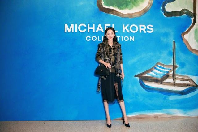 Ngôi sao nổi tiếng của Trung Quốc ngày càng thăng hoa trong sự nghiệp. Cô không chỉ là một diễn viên mà còn là một gương mặt thời trang nổi tiếng của làng giải trí Hoa ngữ. Người đẹp liên tục được mời tham gia các sự kiện quốc tế trong 3 năm trở lại đây.
