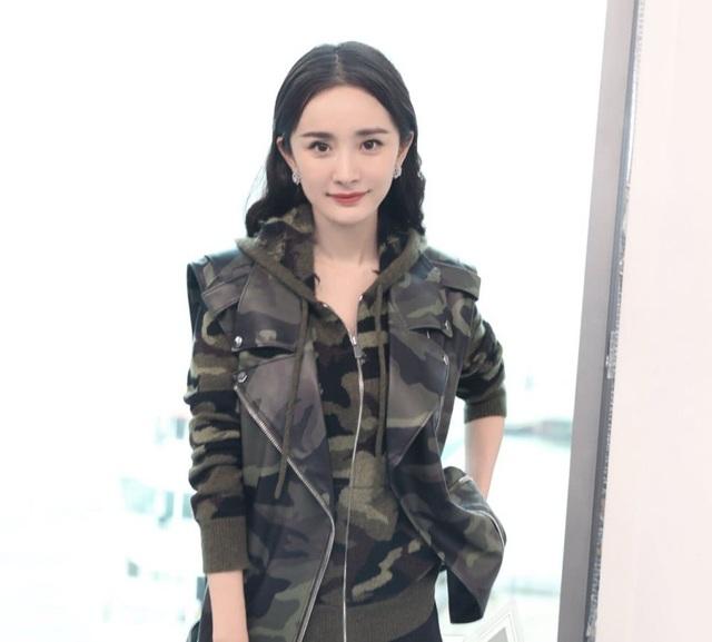 Dương Mịch hiện được xem là cái tên bảo chứng cho thành công và sức hút của các bộ phim truyền hình Trung Quốc. Sự nổi tiếng cũng giúp cô kiếm được nhiều hợp đồng quảng cáo.