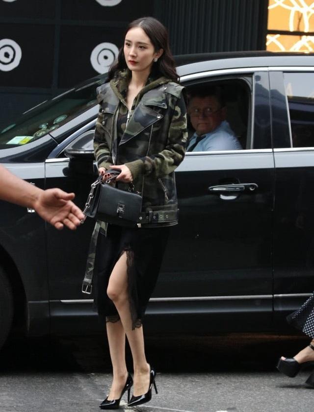 Mới đây, tạp chí The Business of Fashion đã đưa Dương Mịch vào danh sách 500 nhân vật có vai trò định hình ngành công nghiệp thời trang toàn cầu.