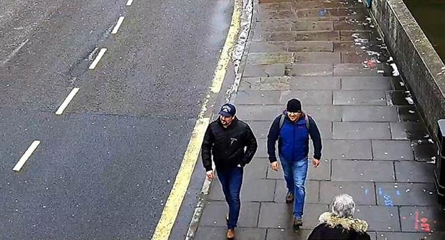 Hai người đàn ông được xác định là công dân Nga Alexander Petrov và Ruslan Boshirov qua camera an ninh tại Salisbury hôm 4//3/2018. (Ảnh: Reuters)