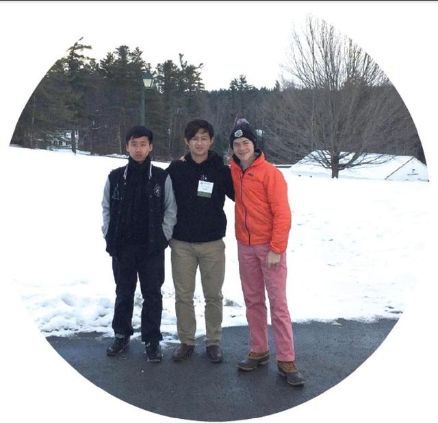 Em Cao Hùng (ngoài cùng bên trái) - thí sinh TOEFL Junior Challenge 2016-2017 đã giành học bổng 15.000 USD tại trường Cardigan Mountain School - trường Trung học nội trú hàng đầu của Mỹ