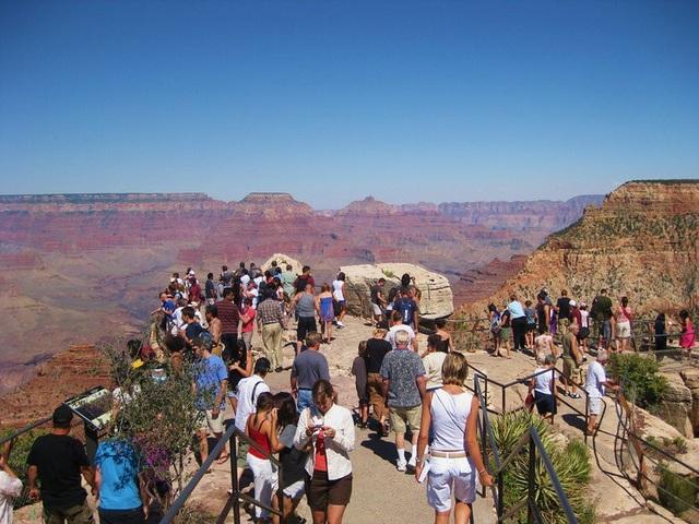 Các địa điểm du lịch khác nhau đến cỡ nào giữa mùa cao điểm và thấp điểm - 7