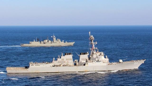 Tàu khu trục tên lửa dẫn đường USS Bulkeley (Ảnh: Hải quân Mỹ)
