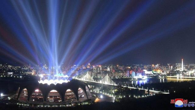 Triều Tiên đã sử dụng nhiều công nghệ hiện đại để thực hiện chương trình đồng diễn kỷ niệm 70 năm Quốc khánh. (Ảnh: Reuters)