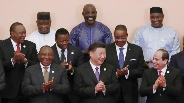 Chủ tịch Tập Cận Bình chụp ảnh cùng các nhà lãnh đạo châu Phi dự Diễn đàn Hợp tác Trung Quốc - châu Phi tại Bắc Kinh ngày 3/9 (Ảnh: AFP)