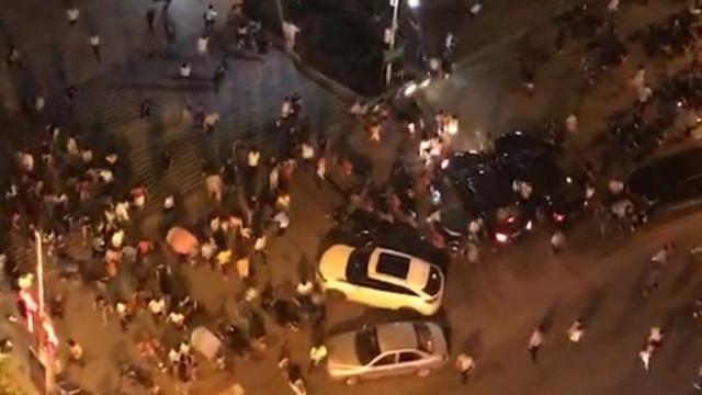 Vụ đâm xe nhằm vào quảng trường đông người ở Hồ Nam. (Ảnh: Weibo)