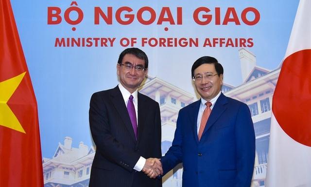 Phó Thủ tướng Phạm Bình Minh và Bộ trưởng Ngoại giao Nhật Bản Taro Kono